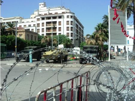De militære er igjen på plass i gatene i Tunis. Bildet er fra 2015.